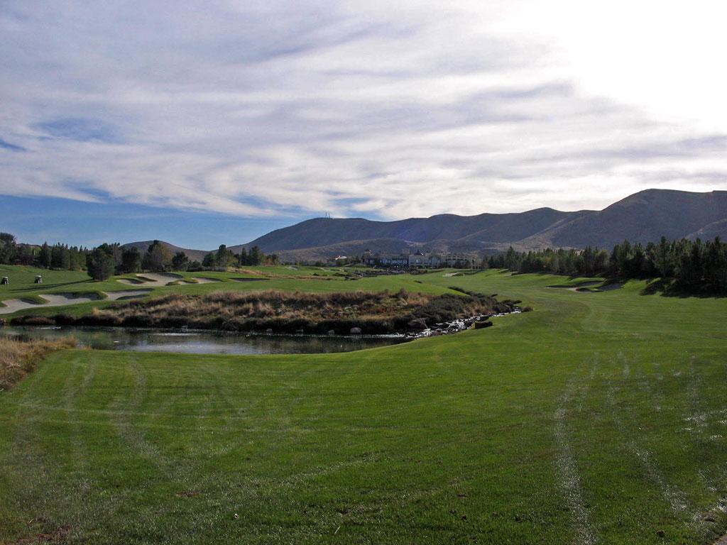 18th Hole at Southern Highlands (622 Yard Par 5)