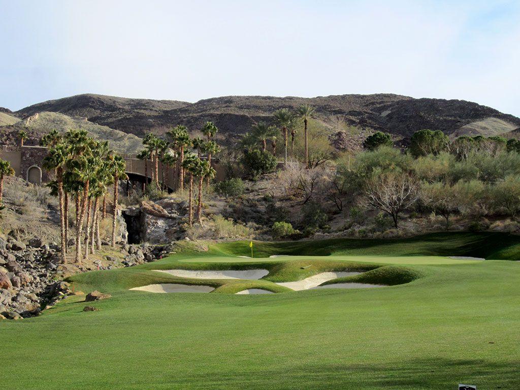 15th Hole at SouthShore Golf Club (372 Yard Par 4)