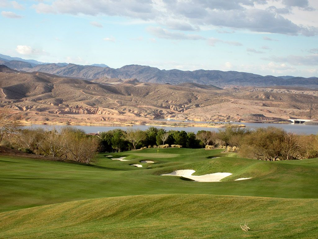 1st Hole at SouthShore Golf Club (588 Yard Par 5)