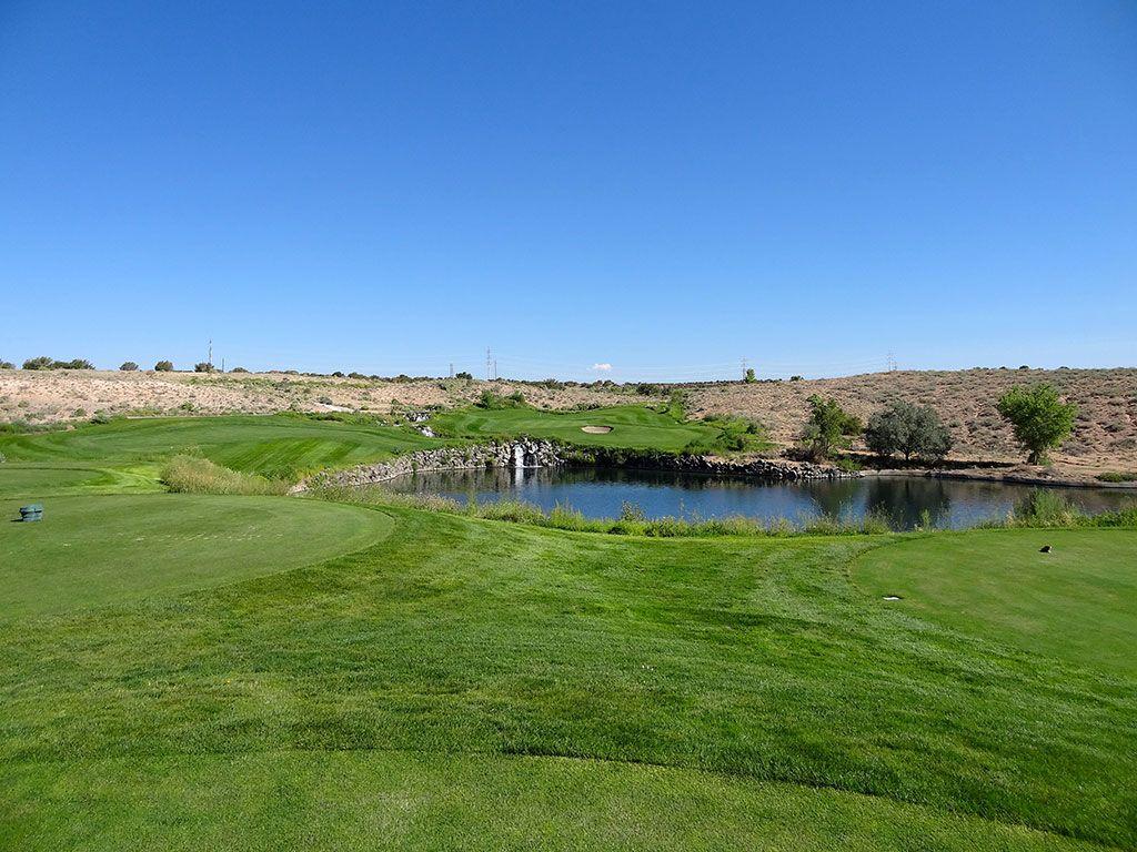 4th Hole at Twin Warriors Golf Club (197 Yard Par 3)