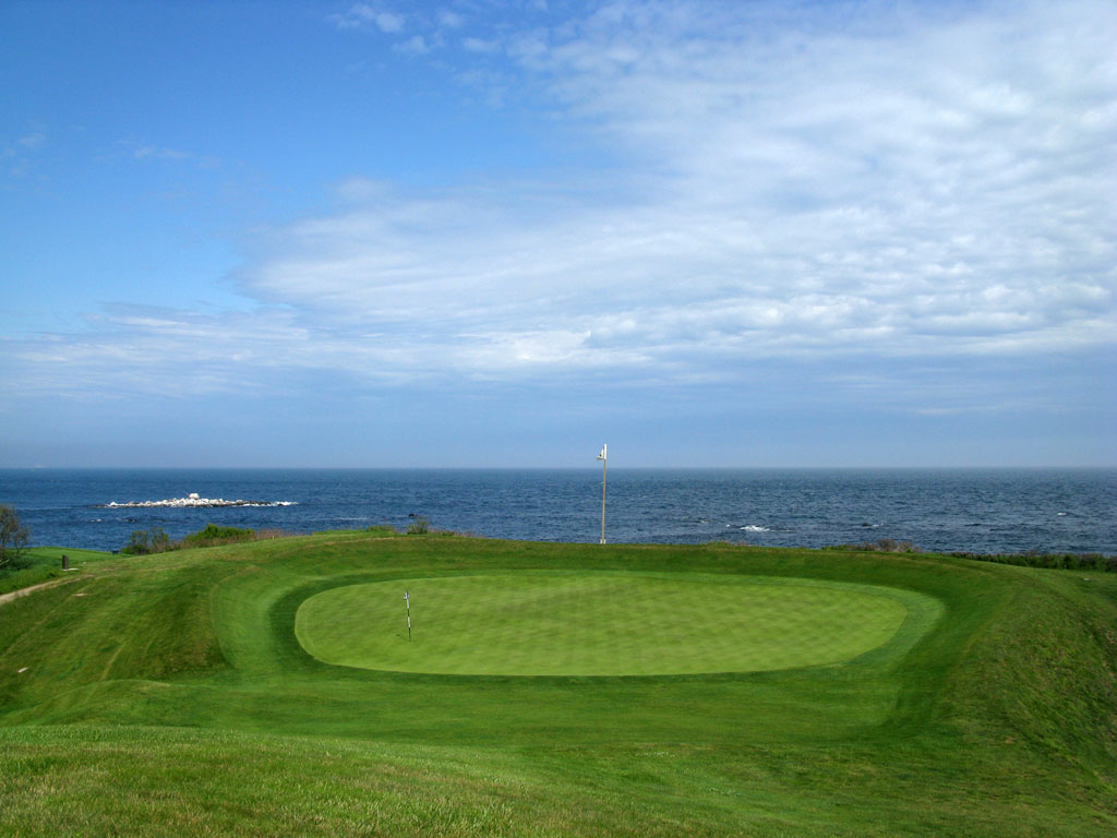 4th (Punch Bowl) Hole at Fishers Island (397 Yard Par 4)