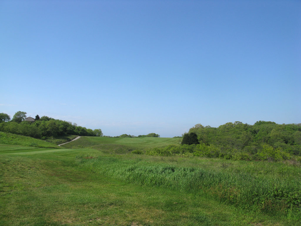 6th Hole at Fishers Island Club (520 Yard Par 5)