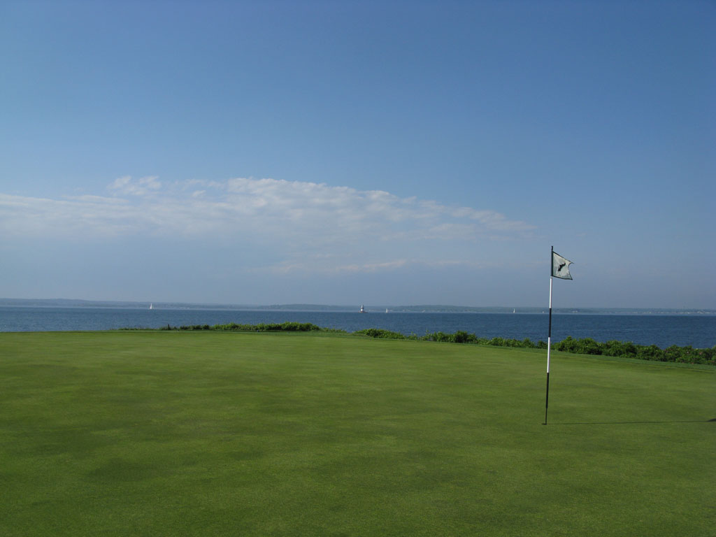 7th Hole at Fishers Island Club (363 Yard Par 4)
