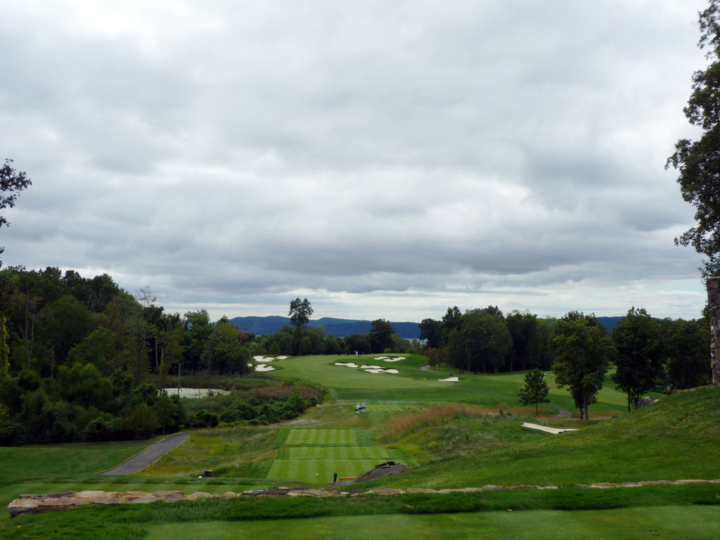 10th Hole at Hudson National Golf Club (427 Yard Par 4)