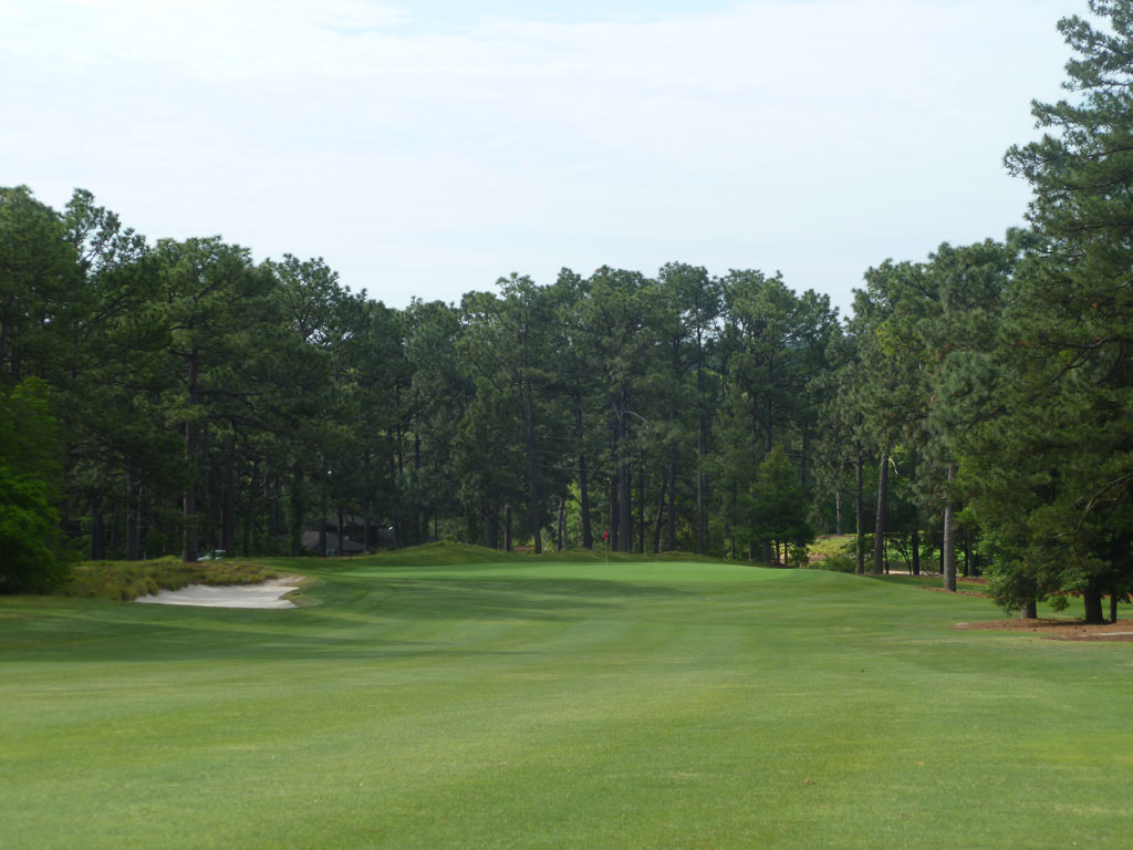 2nd Hole at Pine Needles Golf Course (481 Yard Par 4)