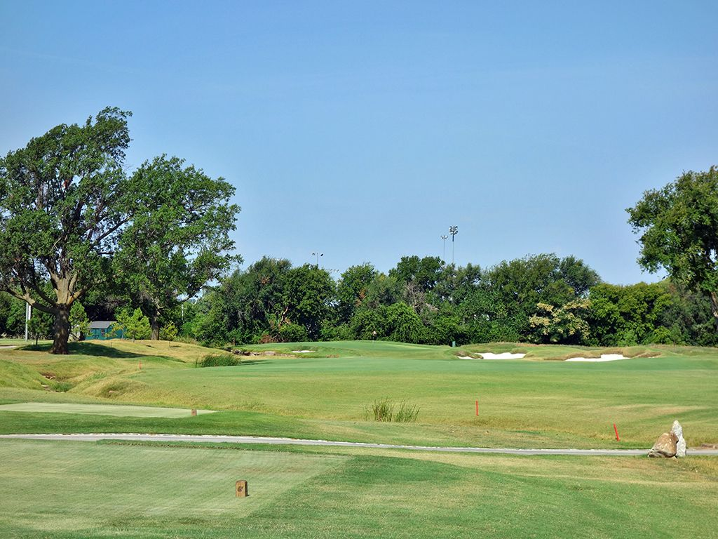 10th Hole at Jimmie Austin Golf Club (322 Yard Par 4)