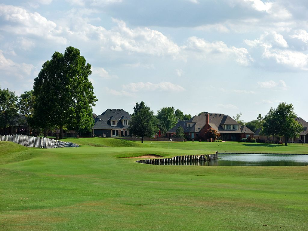 13th Hole at Oak Tree Country Club (East) (398 Yard Par 4)
