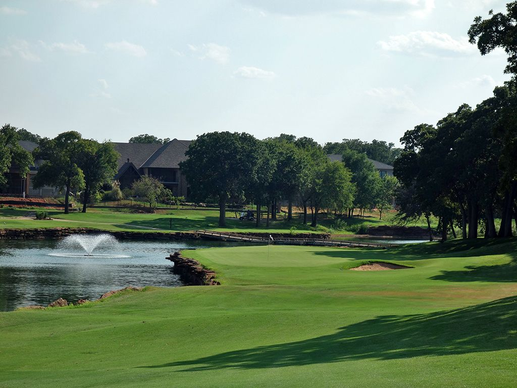 16th Hole at Oak Tree Country Club (East) (455 Yard Par 4)