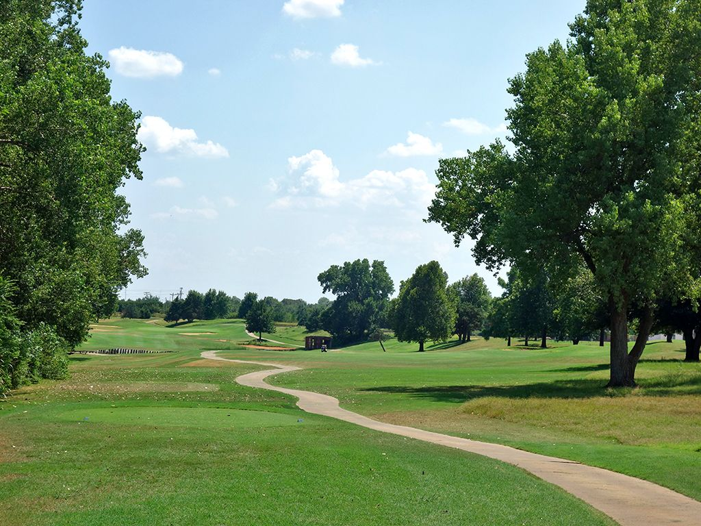 4th Hole at Oak Tree Country Club (East) (560 Yard Par 5)