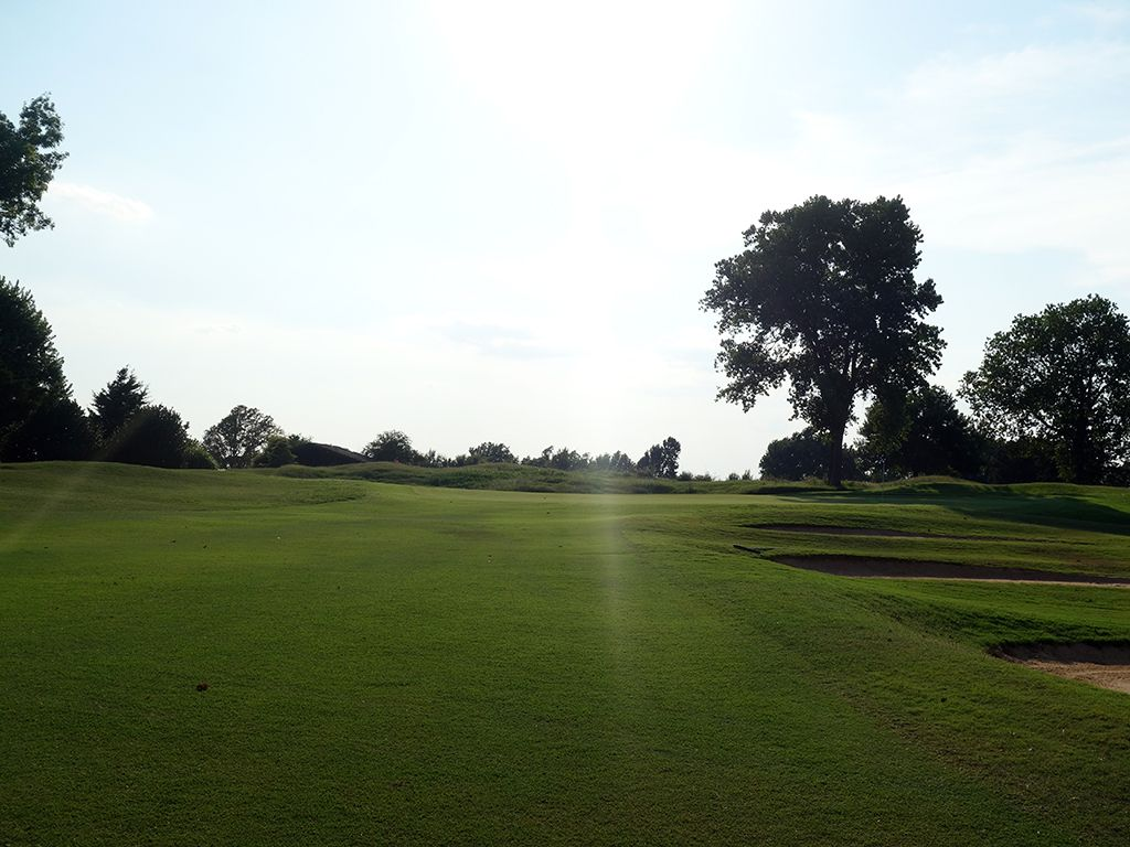 4th Hole at Oak Tree Country Club (West) (333 Yard Par 4)