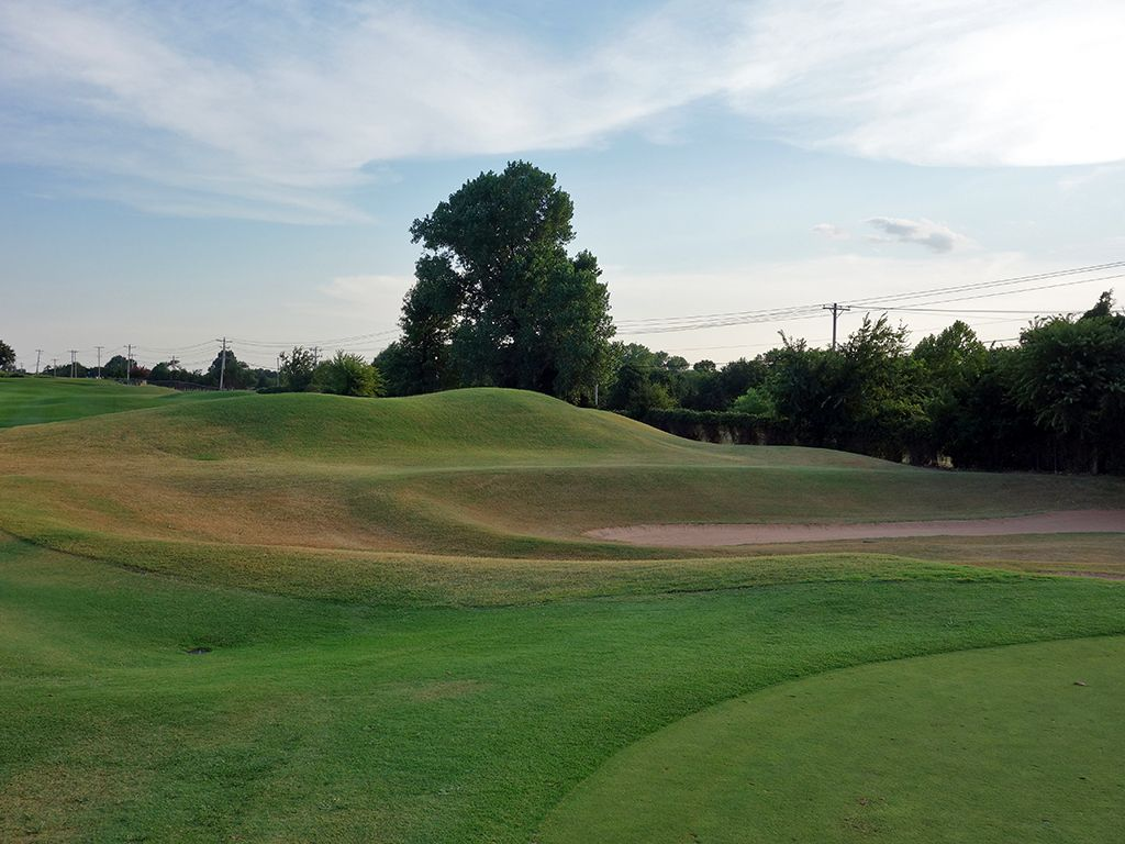 9th Hole at Oak Tree Country Club (West) (393 Yard Par 4)