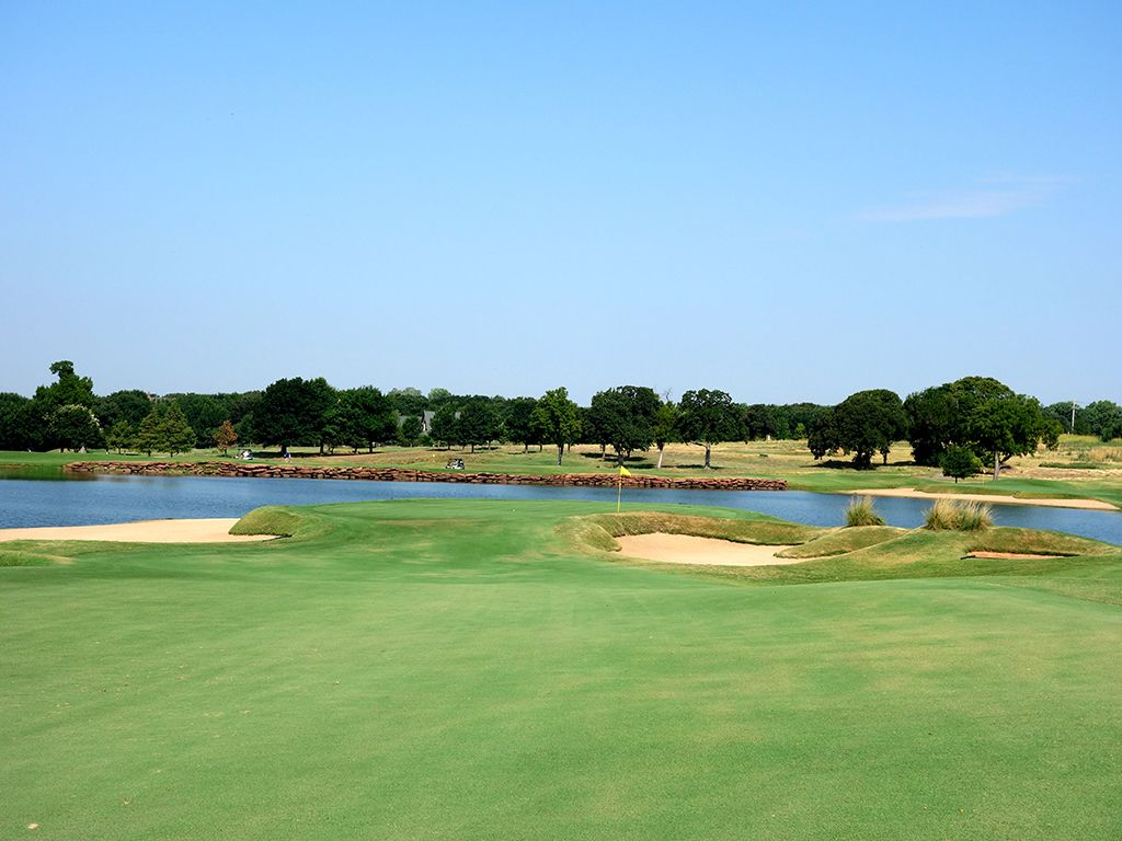 5th Hole at Oak Tree National (592 Yard Par 5)