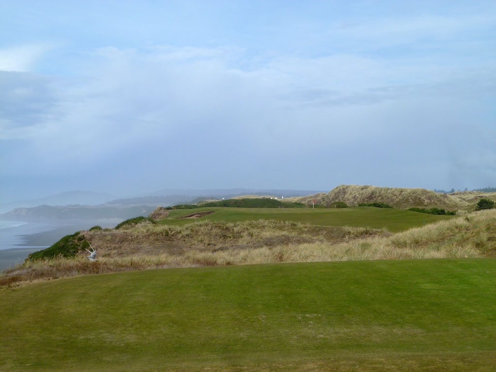 The 6th hole at Bandon Dunes helps show why the original course at the resort has the best one-shotters