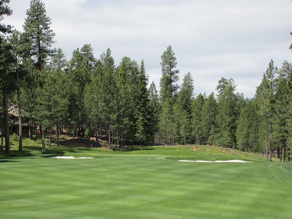 12th Hole at Black Butte Ranch (Glaze Meadow) (612 Yard Par 5)