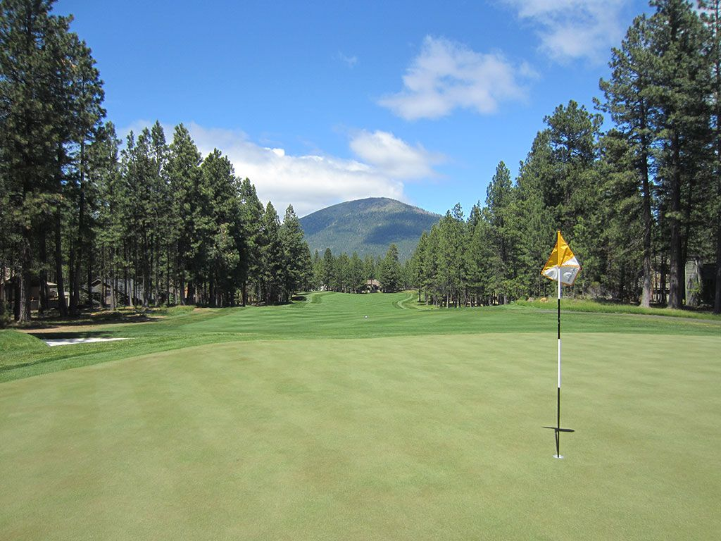 7th Hole at Black Butte Ranch (Glaze Meadow) (525 Yard Par 5)