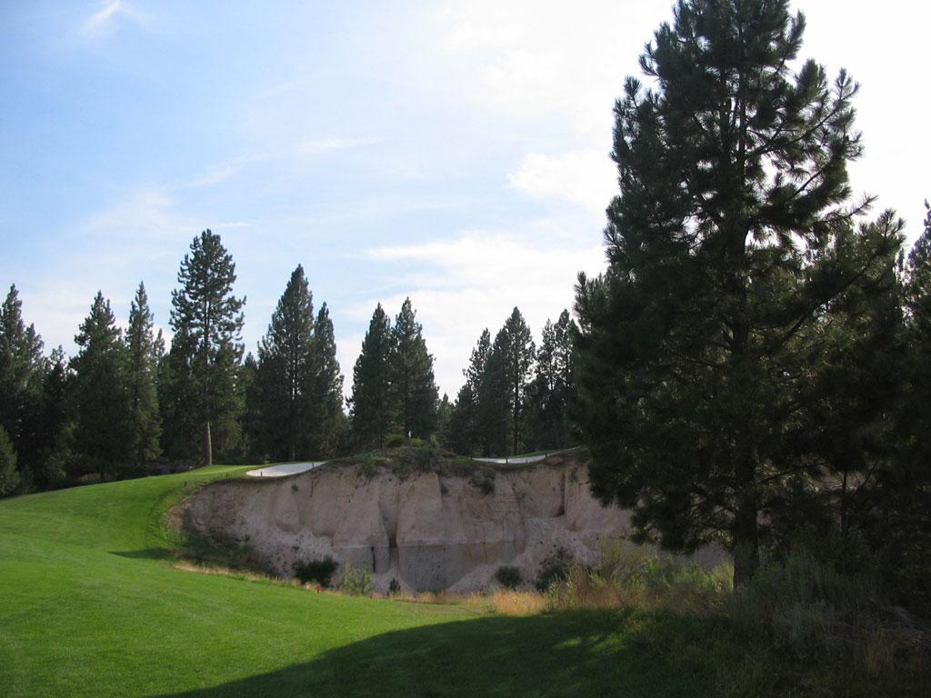 11th Hole at Broken Top Club (364 Yard Par 4)