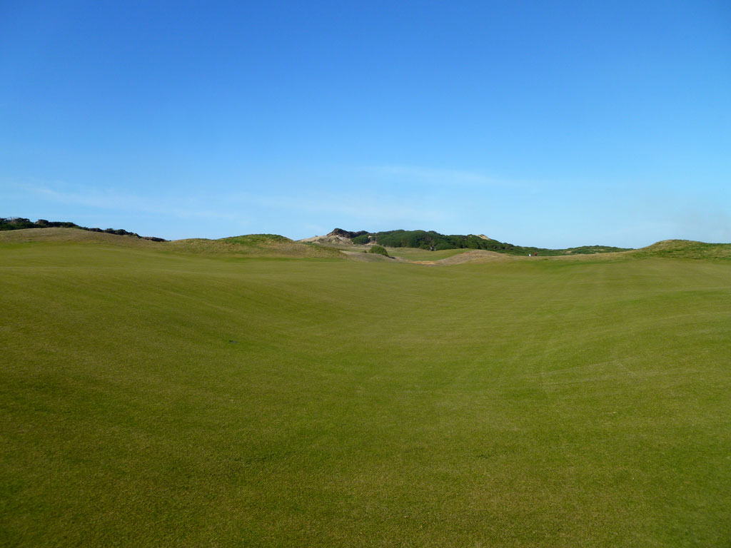 The impressive swell on the 8th Hole at Old Macdonald