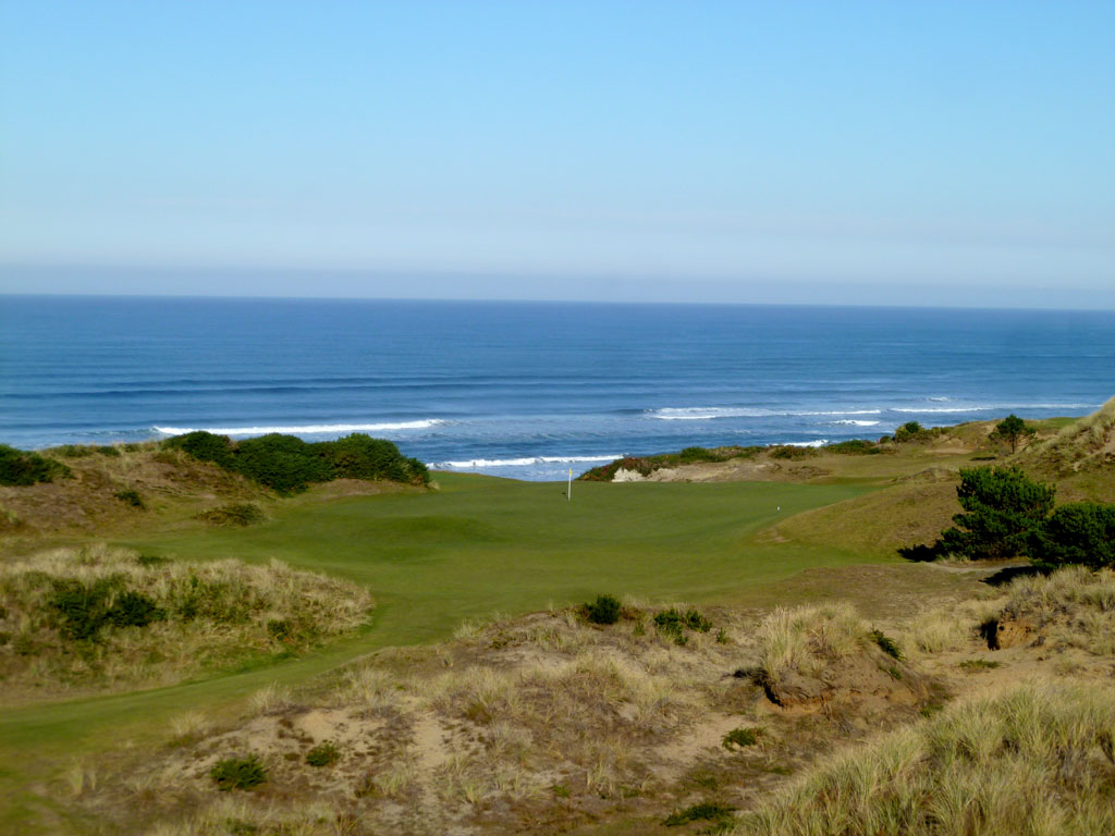 10th Hole at Pacific Dunes