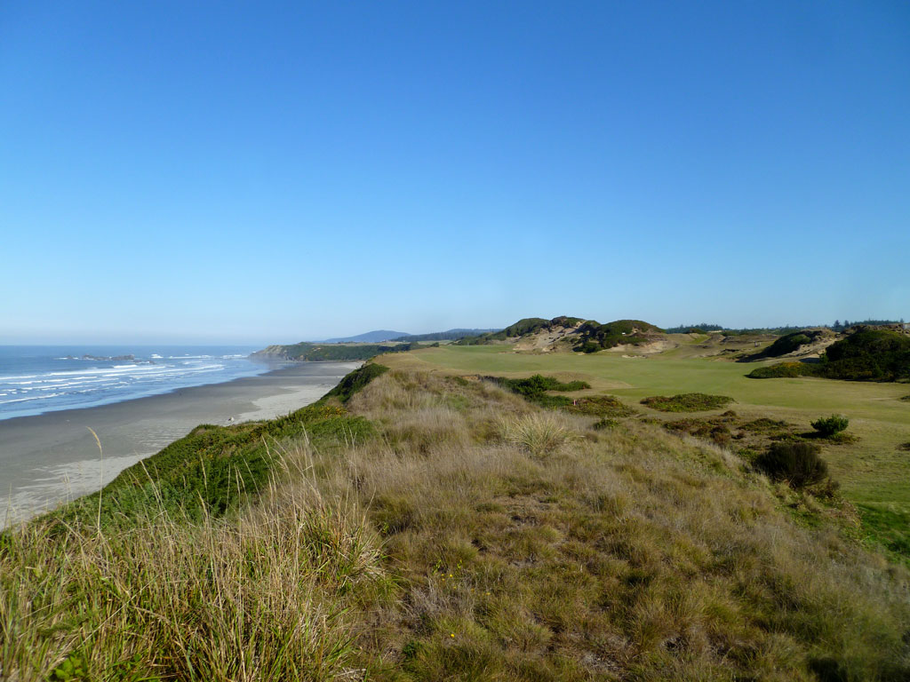 The coastal par four 13th Hole at Pacific Dunes
