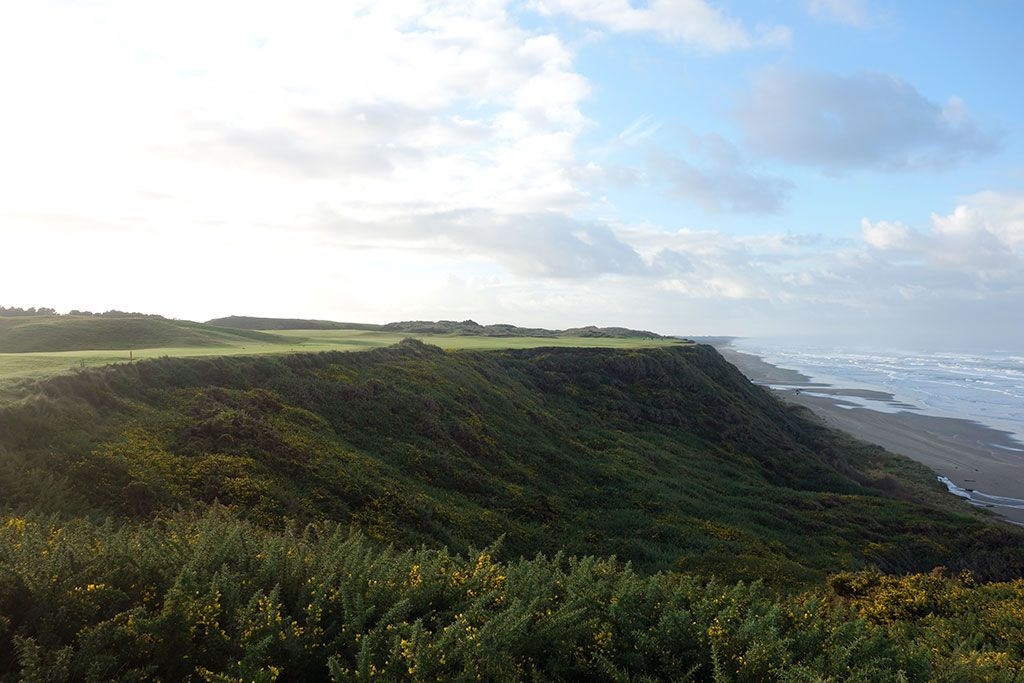 The coastal 4th hole at Pacific Dunes is truly one of the great par fours in the world