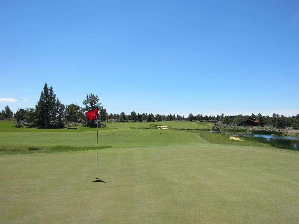 18th Hole at Pronghorn Golf Club (Fazio) (566 Yard Par 5)