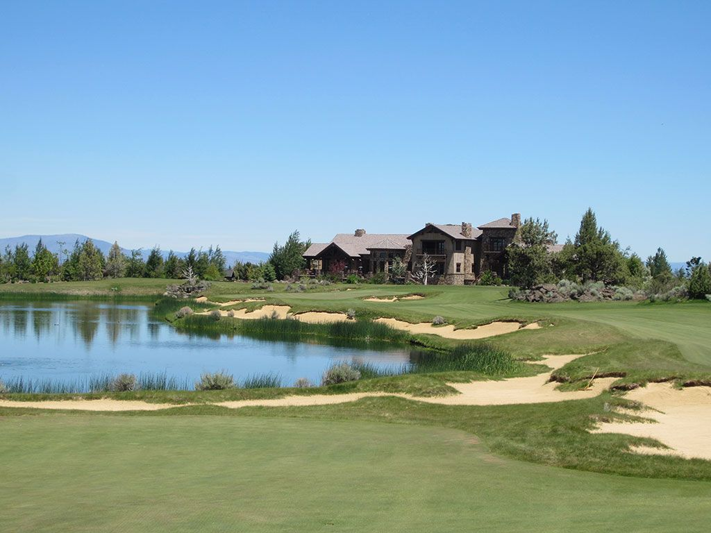 18th hole at Pronghorn Golf Club (Fazio) (Bend, OR)