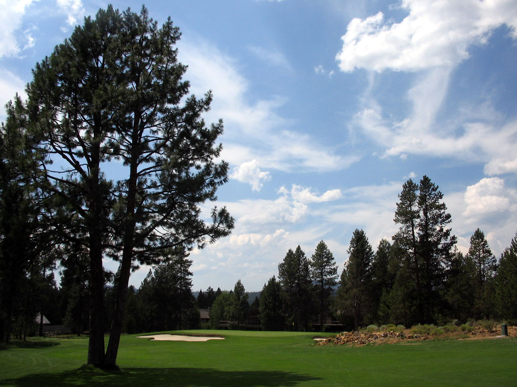 5th Hole at Sunriver Resort (Meadows) (356 Yard Par 4)