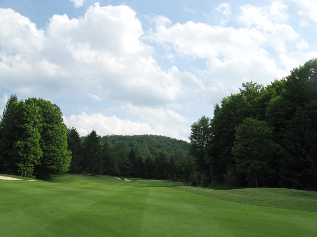 10th Hole at Laurel Valley Golf Club (432 Yard Par 4)