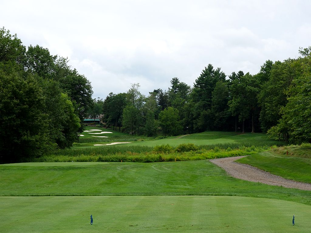 18th Hole at Lookaway Golf Club (434 Yard Par 4)