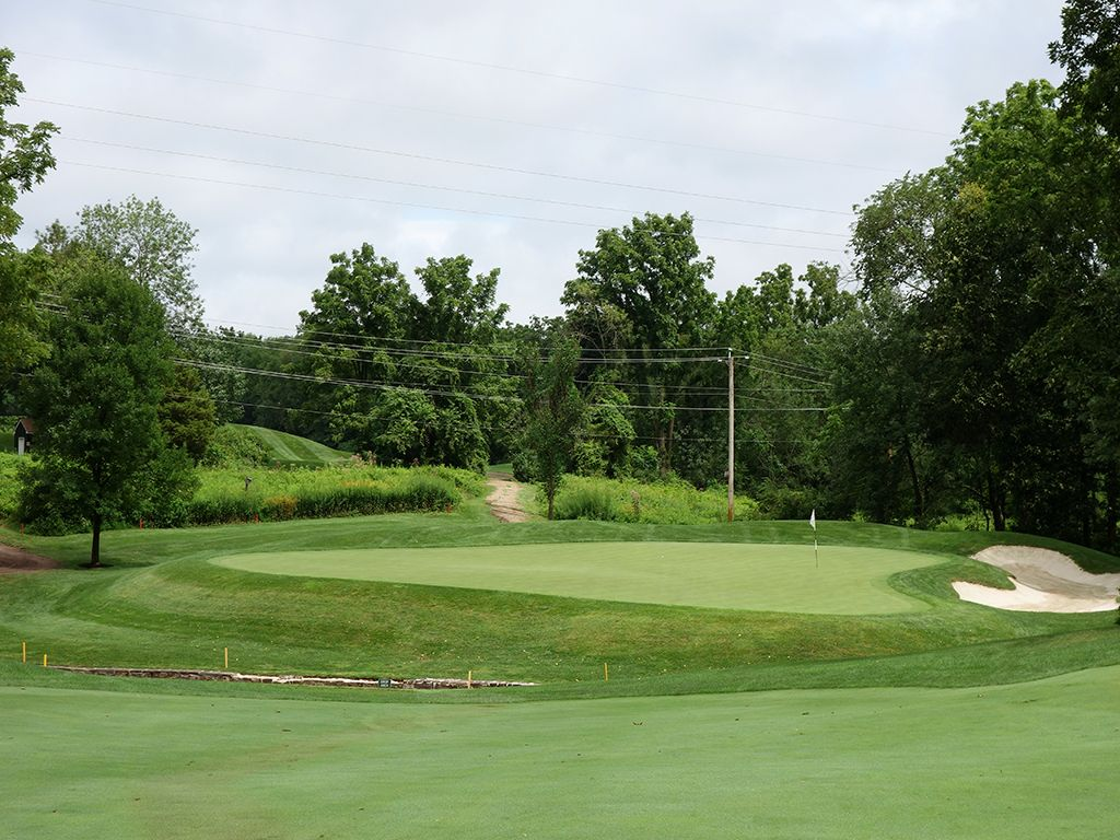 7th Hole at Lookaway Golf Club (399 Yard Par 4)