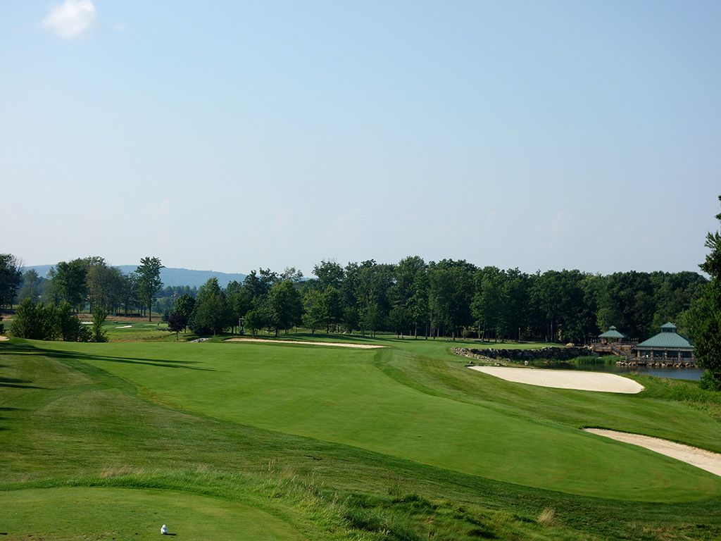 11th Hole at Mystic Rock at Nemacolin Woodlands Resort (634 Yard Par 5)