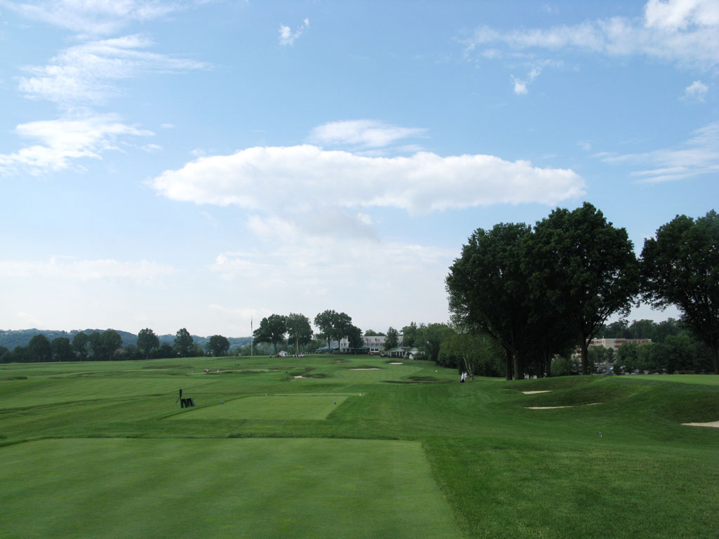 18th Hole at Oakmont Country Club (484 Yard Par 4)