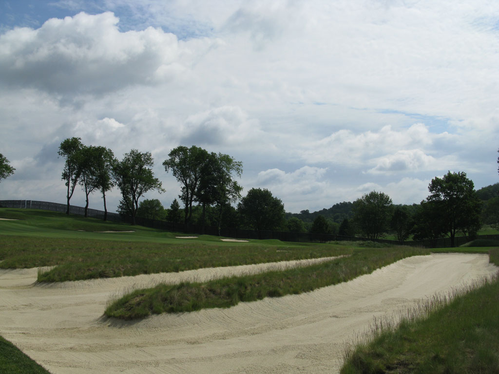 4th Hole at Oakmont Country Club (609 Yard Par 5)