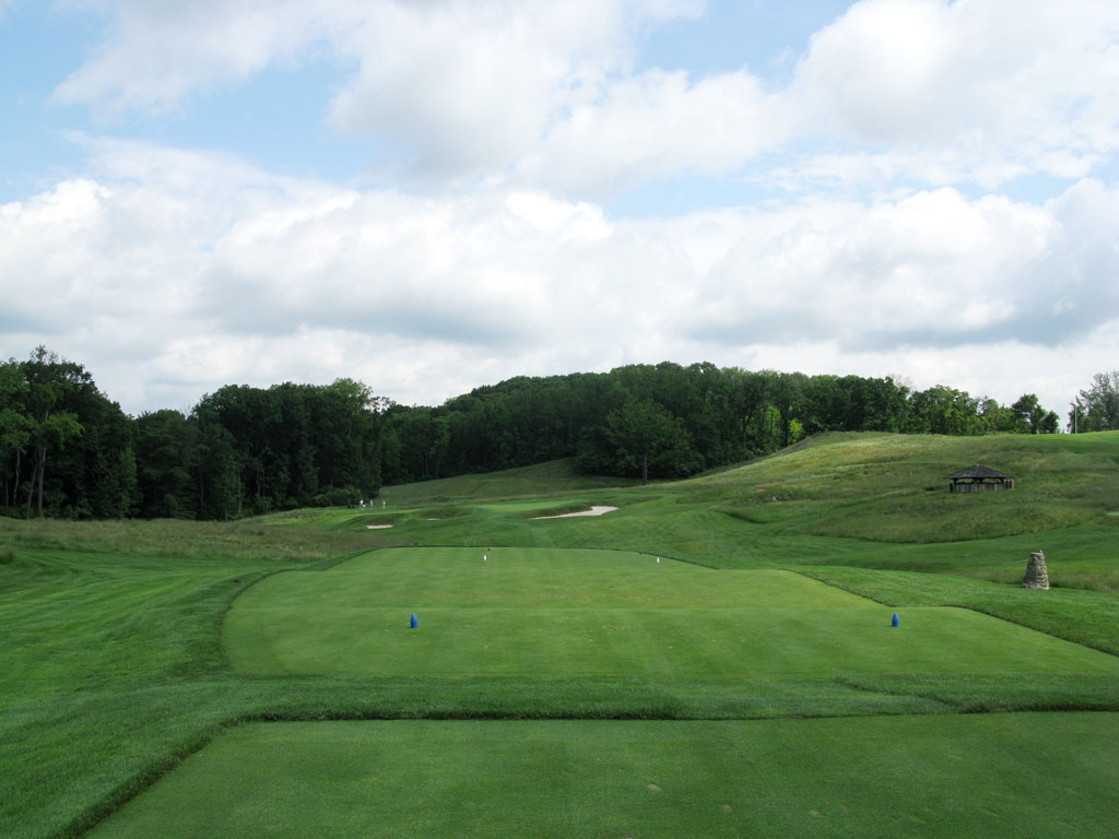 6th Hole at Oakmont Country Club (194 Yard Par 3)