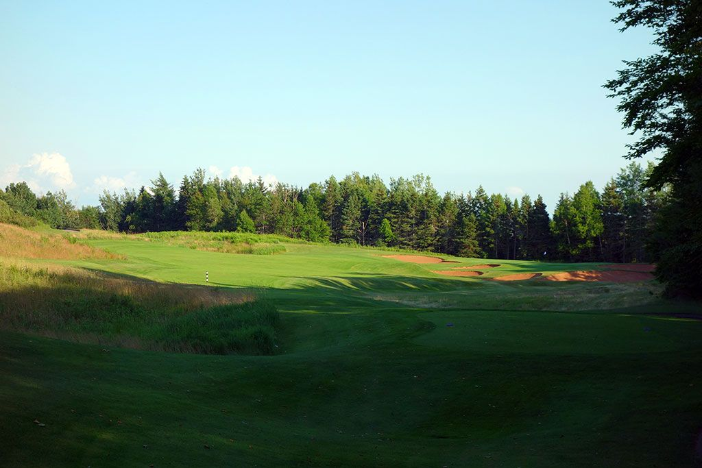 16th Hole at Dundarave Golf Course (325 Yard Par 4)