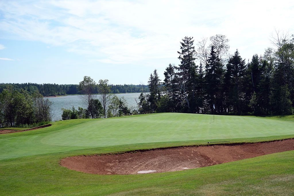 5th Hole at Dundarave Golf Course (162 Yard Par 3)