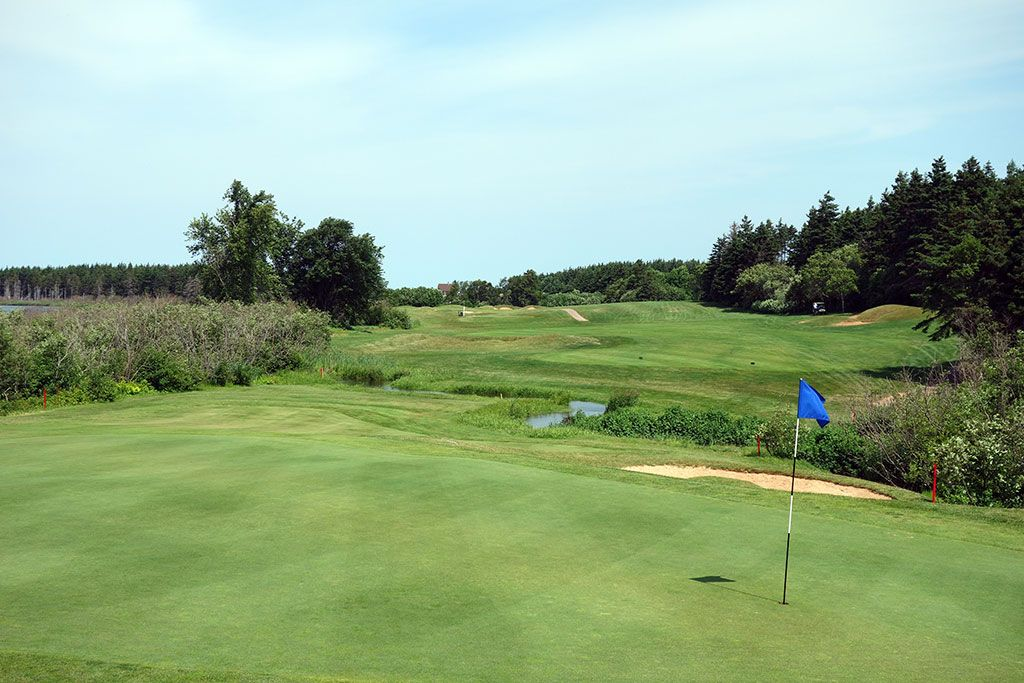 14th Hole at Green Gables Golf Club (353 Yard Par 4)