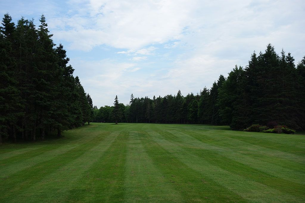10th Hole at Mill River Golf Course (491 Yard Par 4)