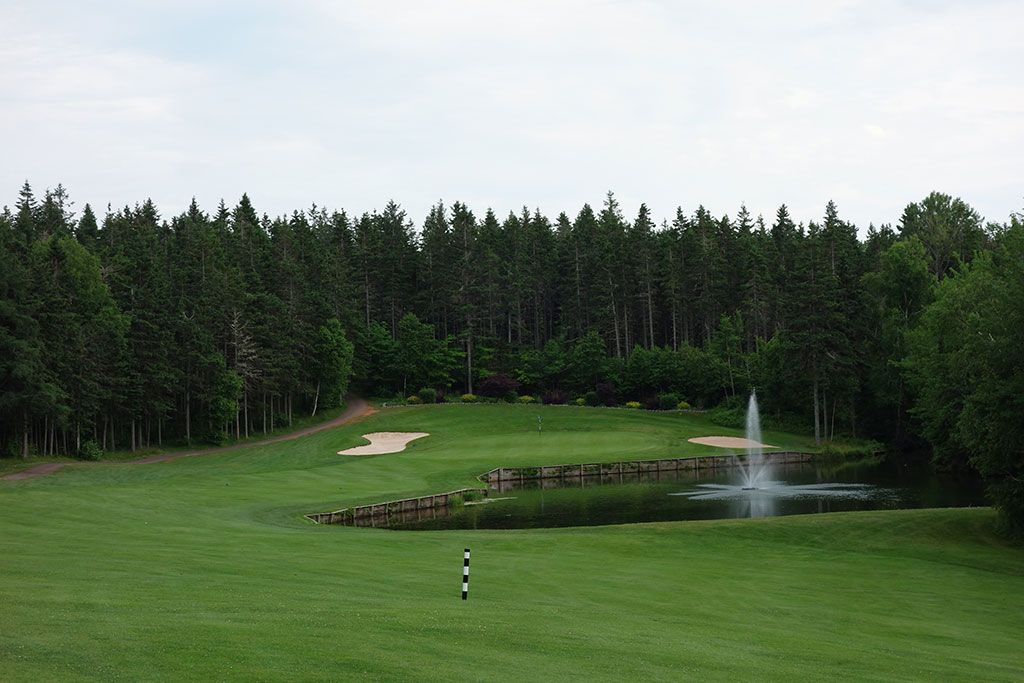 13th Hole at Mill River Golf Course (565 Yard Par 5)