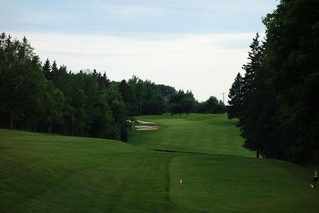 14th Hole at Mill River Golf Course (362 Yard Par 4)