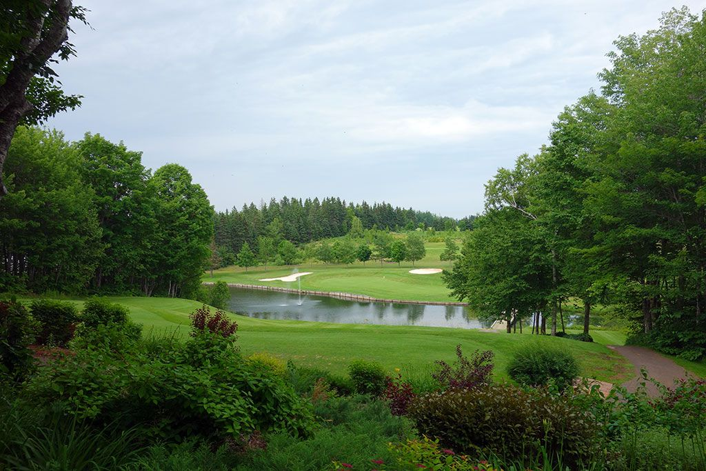 5th Hole at Mill River Golf Course (160 Yard Par 3)