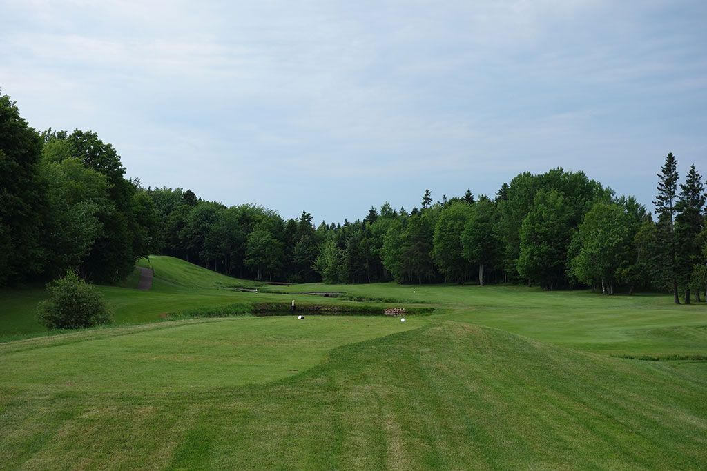 7th Hole at Mill River Golf Course (419 Yard Par 4)