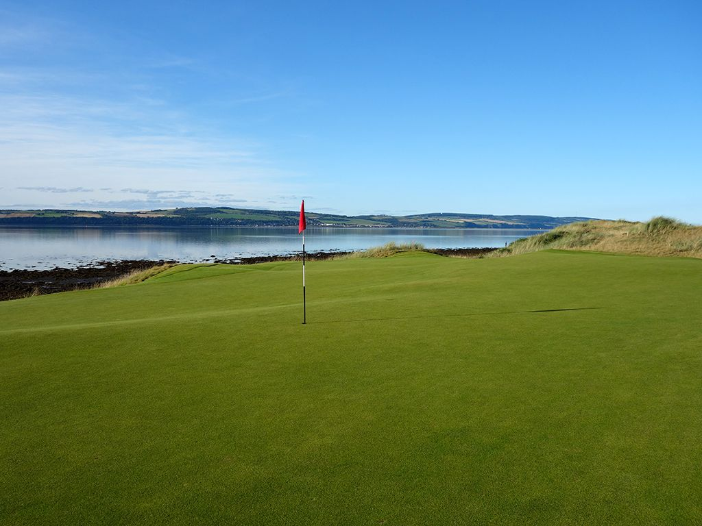 10th Hole at Castle Stuart Golf Links (405 Yard Par 4)