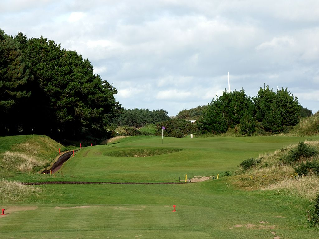 6th Hole at Dundonald Links (170 Yard Par 3)