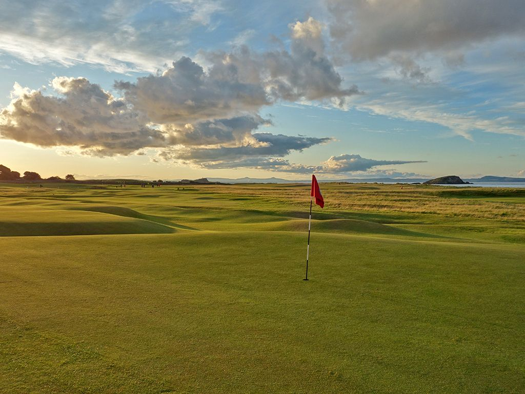 16th (Gate) Hole at North Berwick Golf Club (West Links) (378 Yard Par 4)