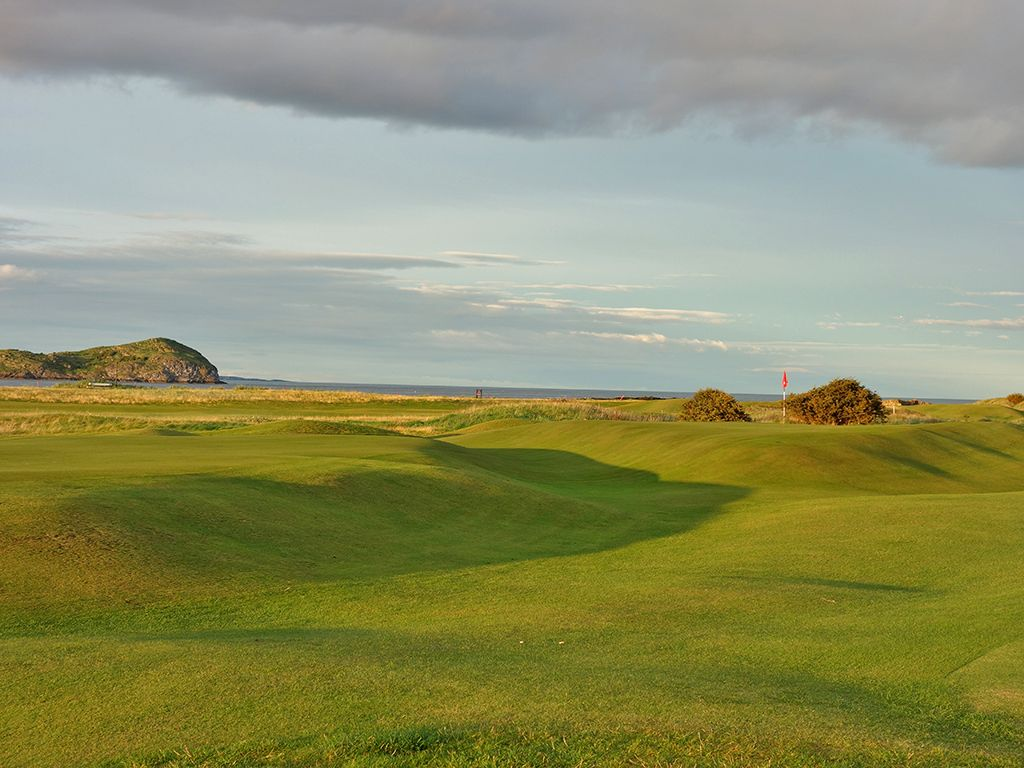 16th (Gate) Hole at North Berwick Golf Club (378 Yard Par 4)