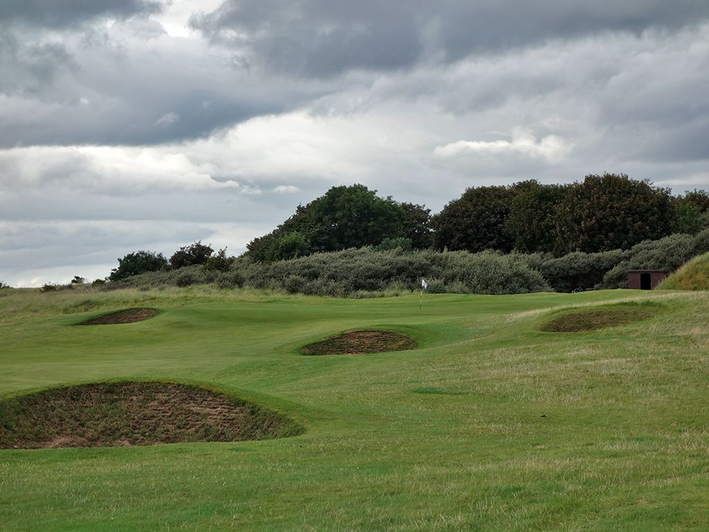 9th (Mizzentop) Hole at North Berwick Golf Club (West Links) (519 Yard Par 5)
