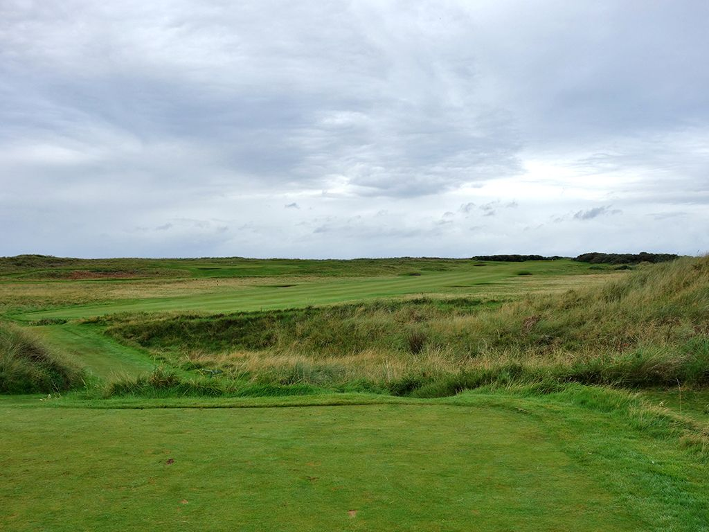10th (Arran) Hole at Prestwick Golf Club (453 Yard Par 4)