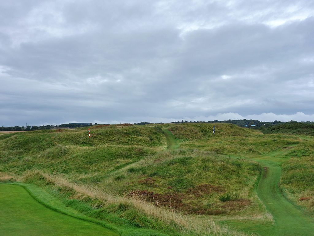 10th (Shelter) Hole at Royal Aberdeen Golf Club (354 Yard Par 4)