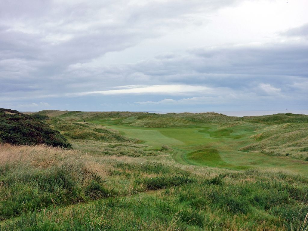 2nd (Pool) Hole at Royal Aberdeen Golf Club (558 Yard Par 5)